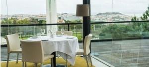 O 12 Bistro  Terrace é um restaurante situado no cimo do Parque Eduardo VII, na cobertura do restaurante Eleven, oferecendo uma vista inigualável sobre a cidade e o rio, enquadrada pelo verde dos jardins que o rodeiam.
