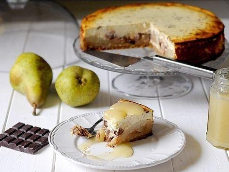 Ormai lo sapete, nutro un amore incondizionato per le cheesecakes… E ultimamente mi sto sbizzarrendo coi gusti più disparati! Questa Cheesecake Integrale alle Pere con Gocce di Cioccolato Fon…