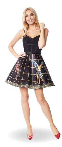Sukienka z grafiką inspirowaną ciężkimi kolorowymi haftami ptaków.