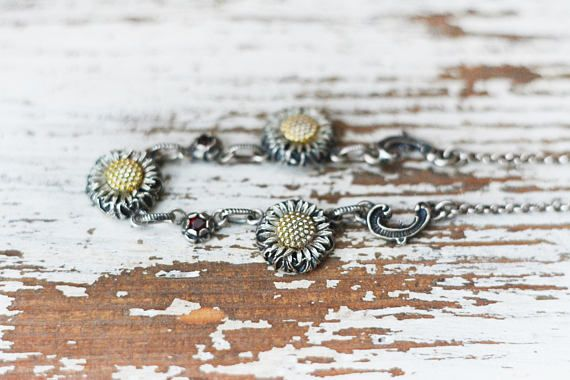 This is a vintage sterling silver 835 and bohemian red garnet daisy necklace. Amazing unusual biedermeier necklace with swirls and floral setting for the dark red garnet gemstones. The middle of the daisy flowers is gilded so it resembles the real flower even more. Hallmarked, 835 purity