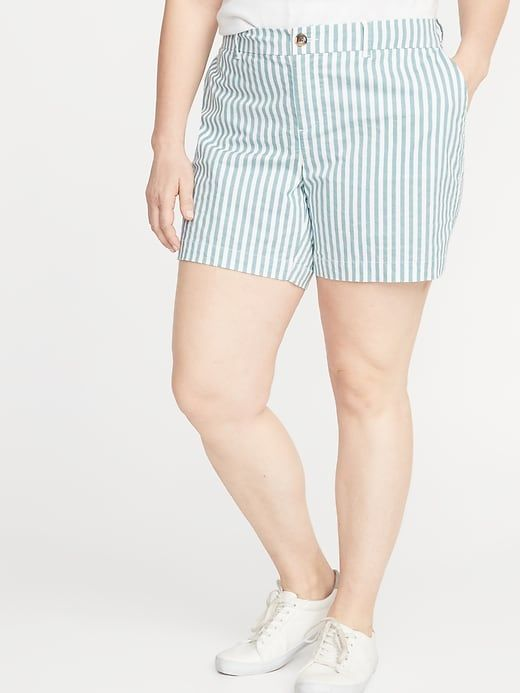 Old Navy Women's Mid-Rise Striped Everyday Plus-Size Shorts – 7-Inch Inseam