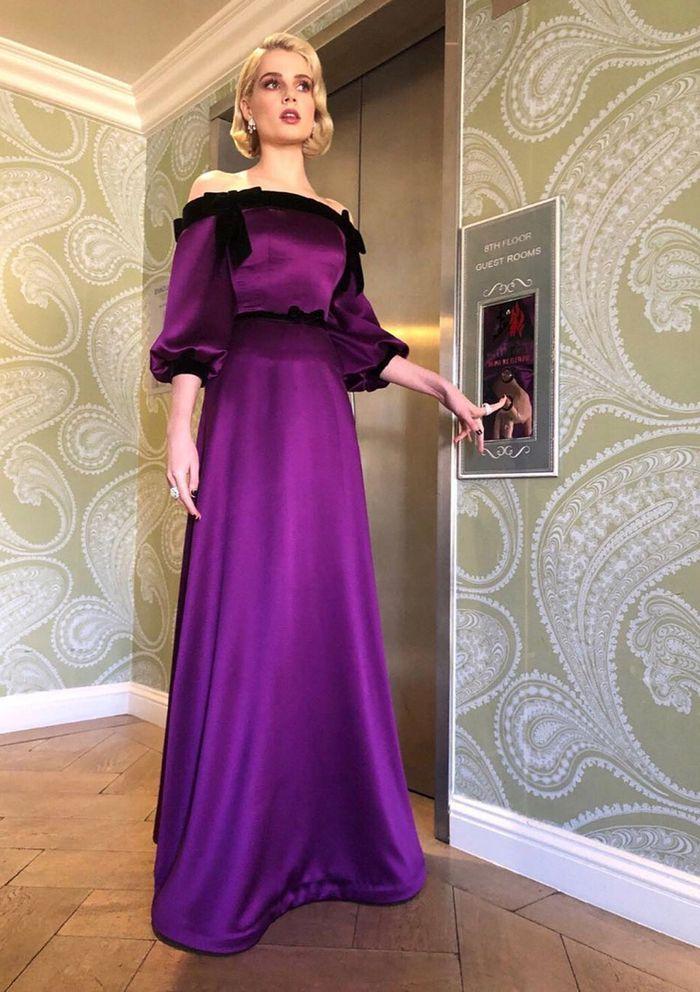 Si pudiera cambiar los armarios con alguien ahora mismo, sería Lucy Boynton  – Style | Celebrities