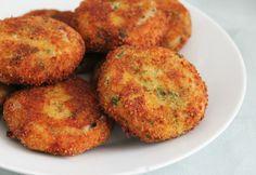Ingrediënten: 1 kilo aardappelen 1/2 gerookte makreel 1/2 bosje peterselie 3 lente-uitjes 1 el sambal zout en peper 2 eieren bloem …