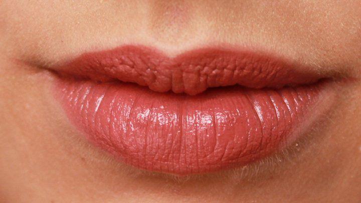 Es muy difícil tener los labios agrietados ya que esto molesta mucho y nos afecta nuestra estética principalmente a las mujeres, estos algunas veces están deshidratados o simplemente utilizamos productos de mala calidad que lo que hacen es deteriorar la piel de esa zona, la piel en ese lugar es un poco más sensible por …