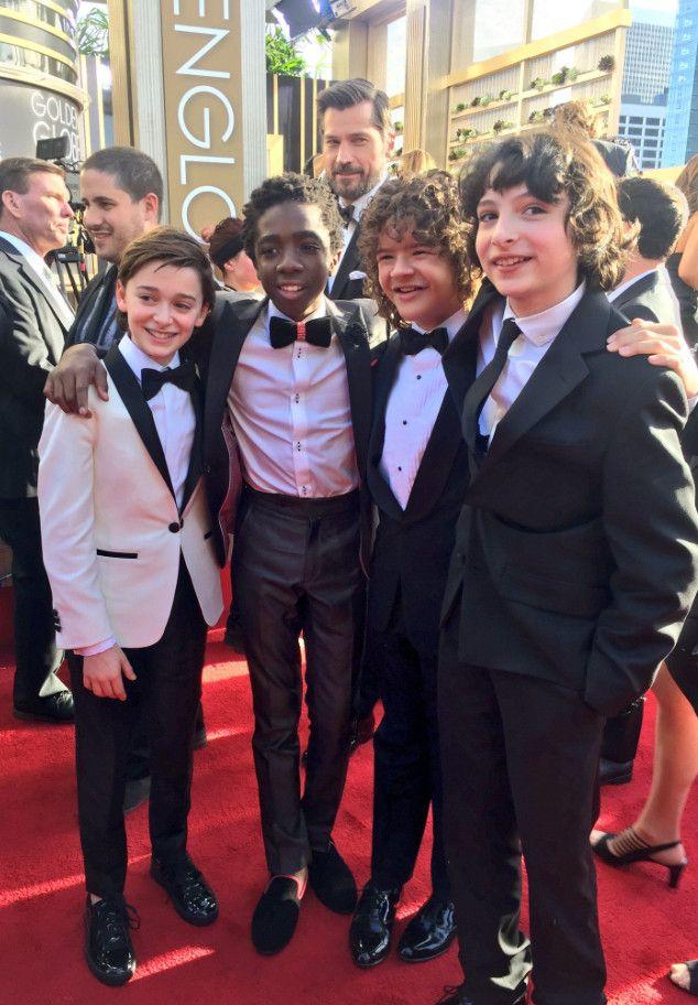 Elenco de Stranger Things é tietado por estrelas de Hollywood no Globo de Ouro; veja fotos | Observatório do Cinema