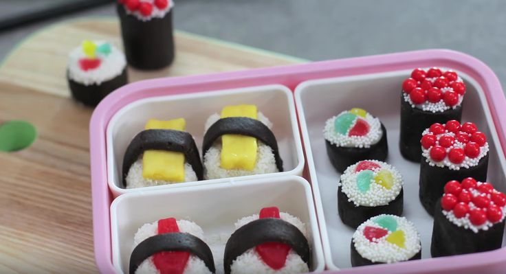 We're Obsessing Over This No-Bake Oreo Candy Sushi