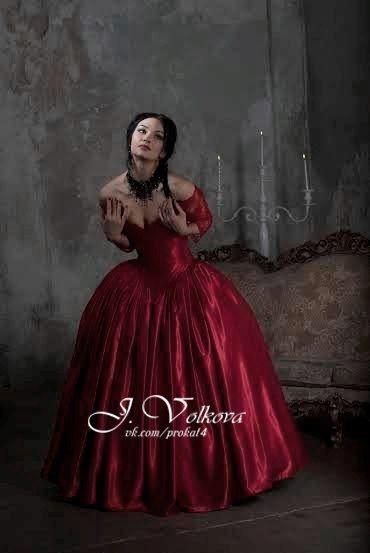 Прокат исторических платьев,вечерних,бальных.