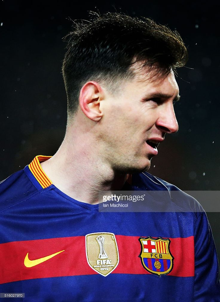 Lionel Messi of Barcelona looks on during the UEFA Champions League Round of 16 Second Leg match between FC Barcelona and Arsenal FC at Camp Nou on March 16, 2016 in Barcelona,Spain.