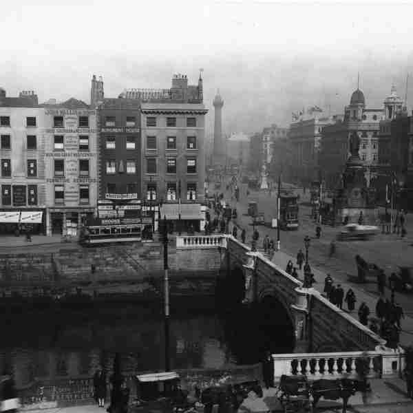 O'Connell Bridge (c.1925) View of O'Connell Bridge from Aston Quay.