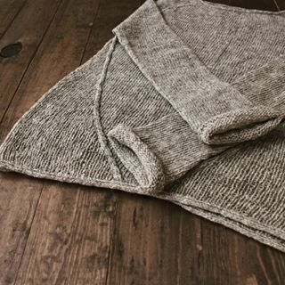 I have great news for my Spanish speaking followers - Isabel from @ohlanas translated #Heritage_sweater into Spanish! Now the pattern is available in my Ravelry store in two languages!! Gracias Isabel @ohlanas por tu trabajo!!! #giftofknittingdesigns #moekeyarns