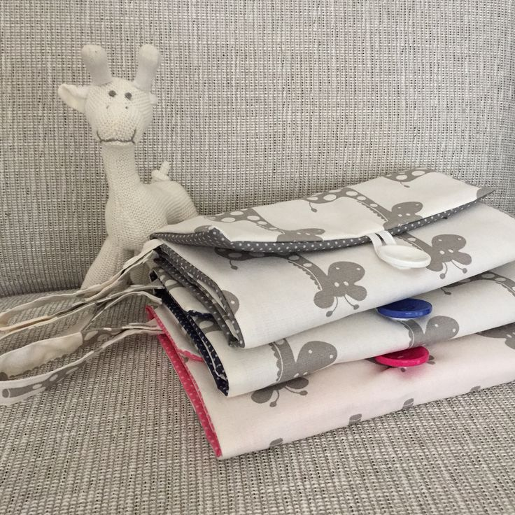 Made more giraffes wallets, boy, girl or gender neutral. Maybe an idea for your next baby shower?  #schwuppdiwupp_ #nappyclutch #nappywallet #nappybag #diaperwallet #diaperclutch #baby #babyshower #handmade #australianmade