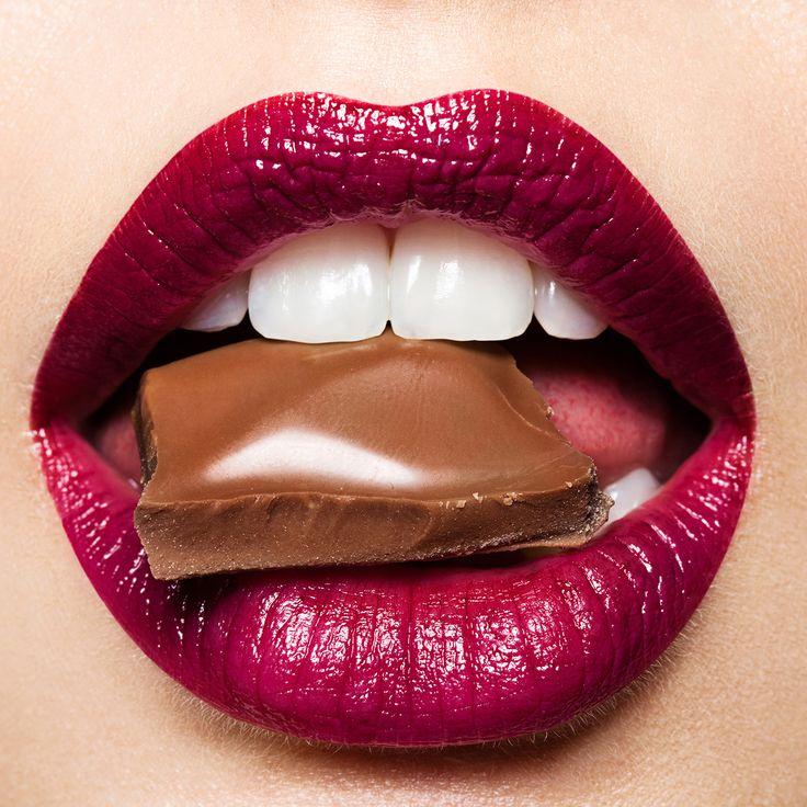Сегодня — можно 😉! Если ты придерживаешься строгой диеты и с мучениями отказываешься от сладкого, сегодня можно позволить себе кусочек шоколада 🍫! У тебя есть уважительная причина и непременный повод — Всемирный день шоколада ✌! Не забывай о прекрасном свойстве этой сладости — стимулировать выброс гормона счастья ☺Поднимите руку те, кто жить не может без шоколада 🙌!   #WorldChocolateDay #Всемирныйденьшоколада #шоколад #chocolate #сладкоежки #счастьеесть #деньшоколада #радость