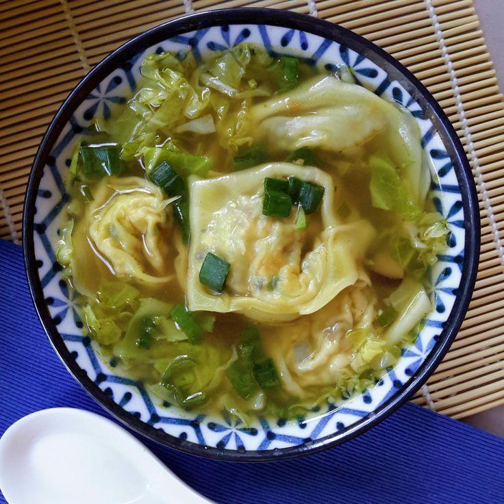 La sopa de wonton es un clásico de la cocina china. Esta sopa de wonton vegana esta preparado con un relleno de tofu y setas shiitake.