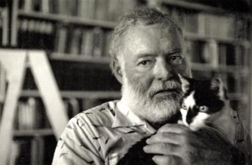 ernest hemingway and his cat…now how can you say no to that?  -legstosin