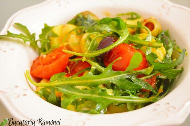 Știu că rețetele mele vă vor ajuta să aveți o alimentație cât mai corectă! De aceea, în fiecare zi, vă propun preparate diverse și vă încurajez să le încercați. Pentru azi am o rețetă foarte simplă de salată pe care sunt sigură că o veți aprecia: http://bucatariaramonei.com/recipe-items/salata-de-cartofi-rosii-rucola-si-masline/