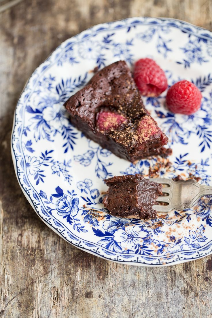 Gluten intolerant? Nut allergy? This Flourless Berry Chocolate Cake is the perfect chocolatey treat.