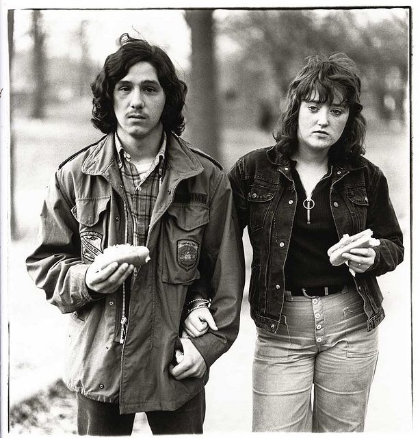 Diane Arbus, A Young Man and His Girlfriend with Hot Dogs in the Park, NYC, 1971