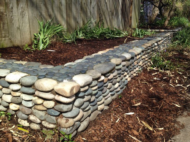 River rock garden border garden bliss pinterest for How to build a river rock patio