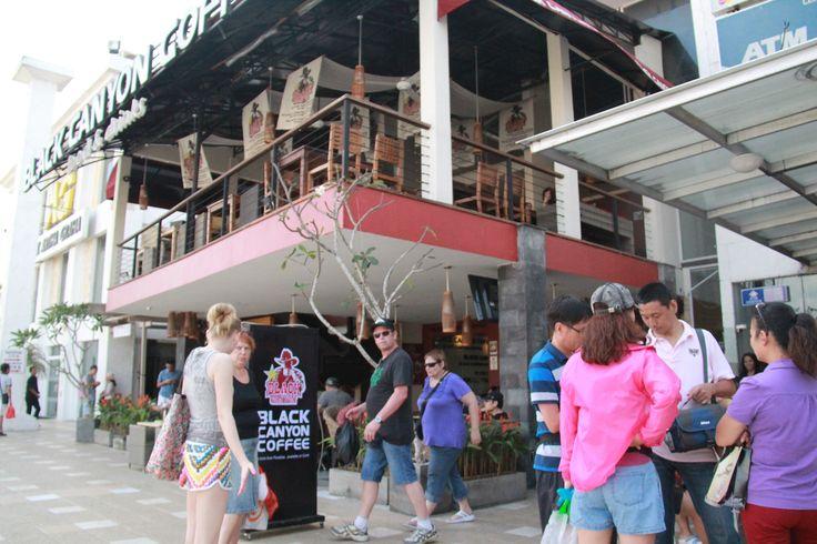 "Black Canyon Coffee "" Bali's World Premier Beach Mall "" Discovery Shopping Mall, Jl. Kartika Plaza, Kuta 80361 P  : 0361 755522 W  : www.discoveryshoppingmall.com T  : @DISCOVERY_bali P  : http://pinterest.com/dsmbali I  : http://instagram.com/dsmbali Fb : http://www.facebook.com/pages/discovery-shopping-mall/"
