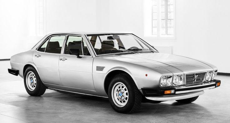 De Tomaso Deauville 1972 Sportlimousine. Angetrieben von einem V8 der Ford Cleveland-Baureihe, der auch imDe Tomaso Panterazum Einsatz kam, galt die Deauville als eine der schnellsten Limousinen der Welt. Dieses Exemplar der zweiten Serie diente als Grundlage für den Maserati Quattroporte III und wurde lediglich 355 mal gebaut. Ähnlichkeit zum Jaguar XJ6.  #DeTomaso #Deauville #Pantera #Ford #Jaguar #Pantera #Oldtimer #Retro #Classic #Car #Automobil #classicdriver