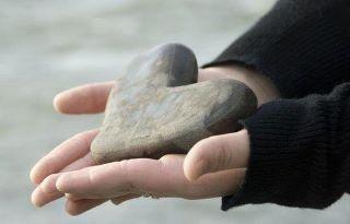 la mia raccolta...... cuori dalle spiagge di tutto il mondo!! love