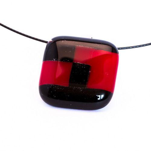 Vörös és fekete medál