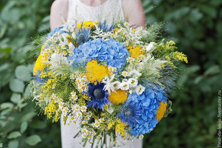 Купить Букет в подарок / Поздравительный букет в полевом стиле - голубой, полевые цветы