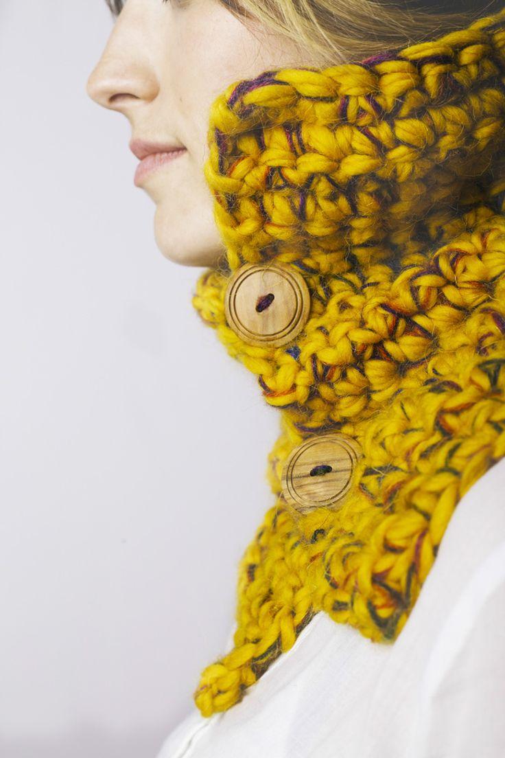 Cuello Botones Amarillo deCamino. 100% lana. Mezclado con hilo de mohair. Botones de madera Tejido a mano en España. 51,00 € unidad (inc IVA) Gastos de envío gratuitos en todo el territorio español. Entra en nuestra tienda online! http://www.decamino.info/index.php/tienda-decamino/product/118-cuello-punto-bajo-botones #Cuello #Botones #Amarillo #lana #wool #autumn #winter #tejer #punto #ovillo #handmade #natural #hechoamano #fashion #new #otoño #invierno #tejer #neckbuff
