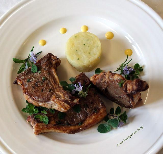 costolette d'agnello al miele con salsa all'aglio e tortino di patate