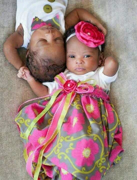 love this picture! I really want twins. Baby mode!