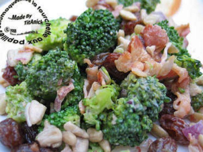 Recette Entrée : Salade de brocoli aux raisins et graines de tournesol par TitAnick