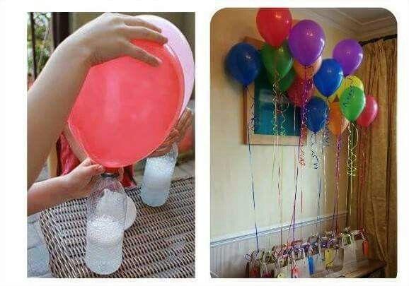 Como llenar globos como con helio? Facil solo con una botella plastica con bicarbonato y un globo con vinagre. Unes el globo a la botella virtiendo en esta el vinagre e inmediatamente comienza la efervescencia y se llena el globo.