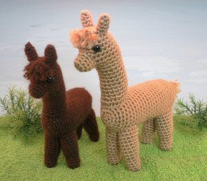 Alpaca amigurumi crochet pattern- I'll have to find someone to make me one or two of these.