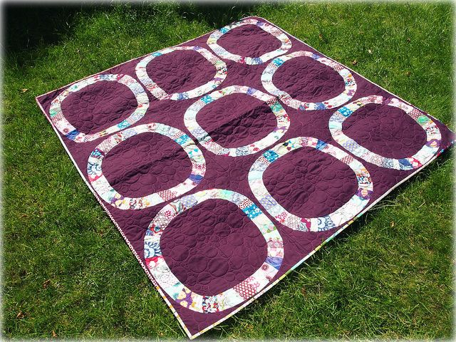 Wedding ring quilts usually have light backgrounds. I really like how this one is all switched up with the deep plum background!: Passion Quilts, It S, Single Girls, Purple Quilt, Blocks Quilts, Girls Quilt, Single Ladies