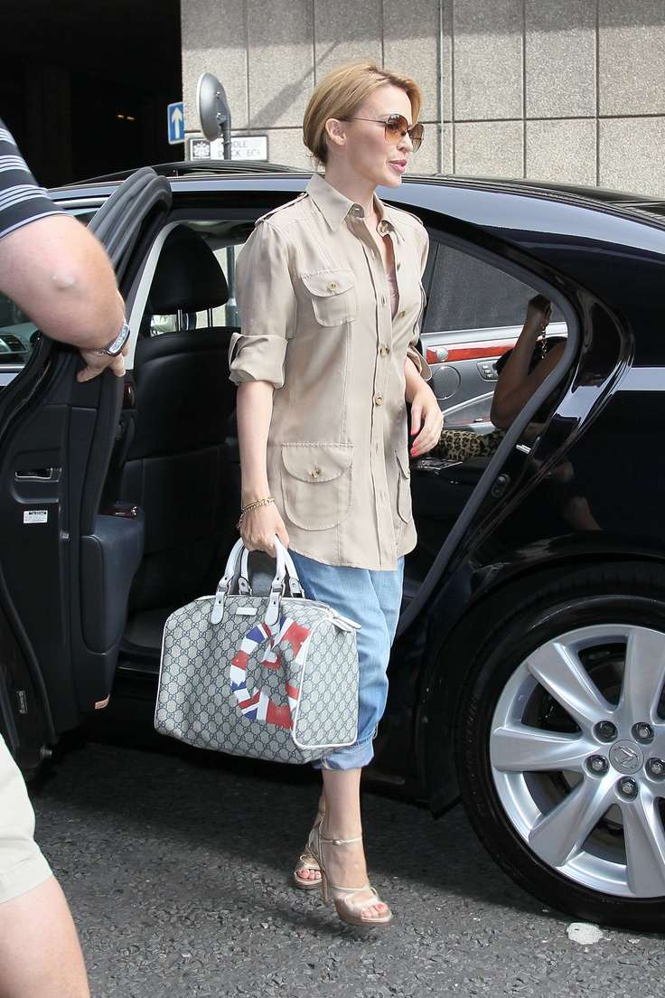 Kylie Minogue carried a Gucci UK GG Flag Collection Boston bag in beige and ebony GG plus with white leather trim while out in London on September 6, 2012.