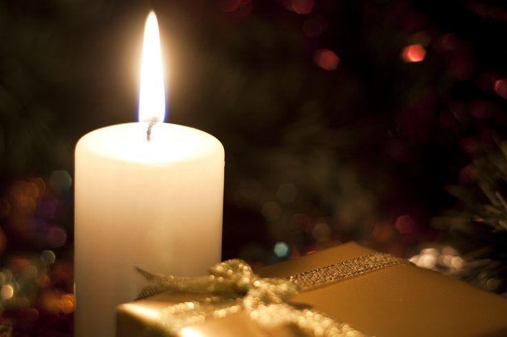 Cartão em . Natal Vela e presente.
