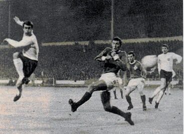 England 2 N. Ireland 0 in Nov 1967 at Wembley. Geoff Hurst opens the scoring with a fine goal in the Euro '68 qualifier.