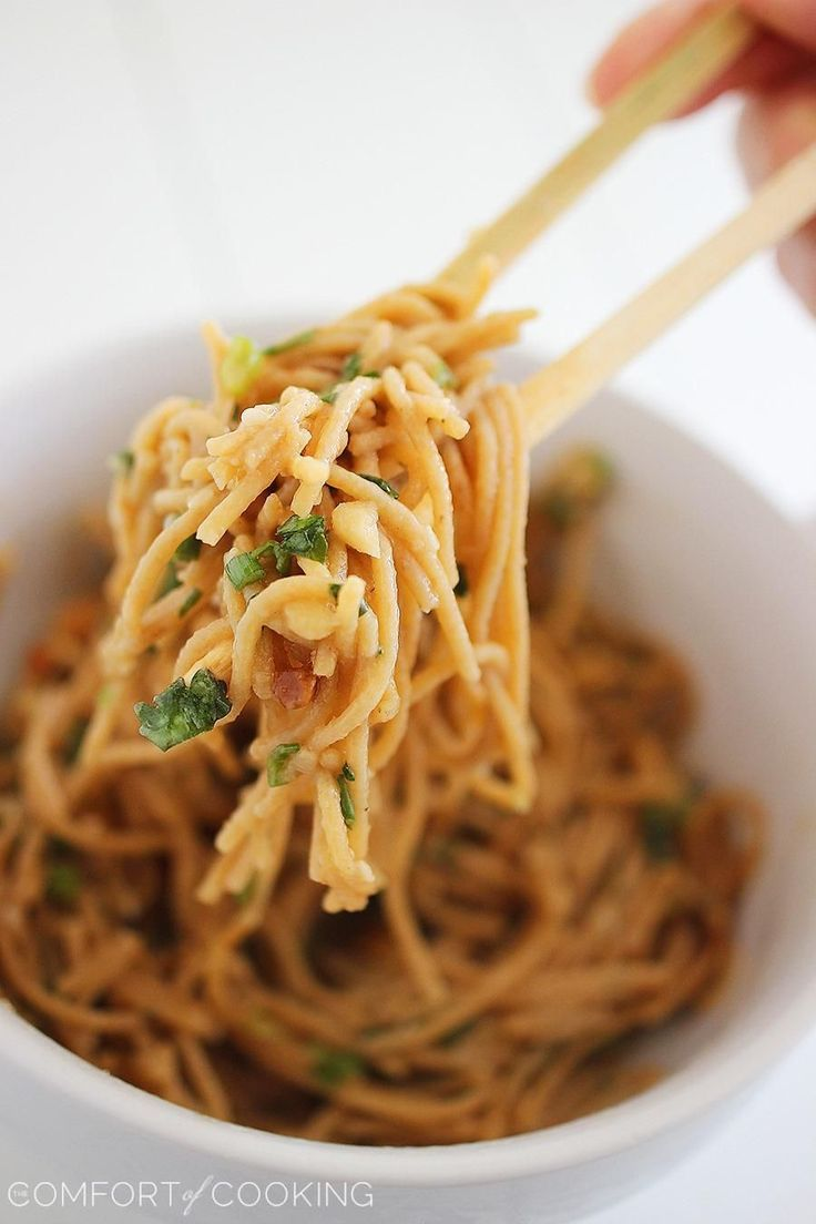 Simple Asian Soy-Peanut Noodles – These whole wheat noodles are a delicious twist on a takeout fave & only take 10 minutes! | thecomfortofcooking.com