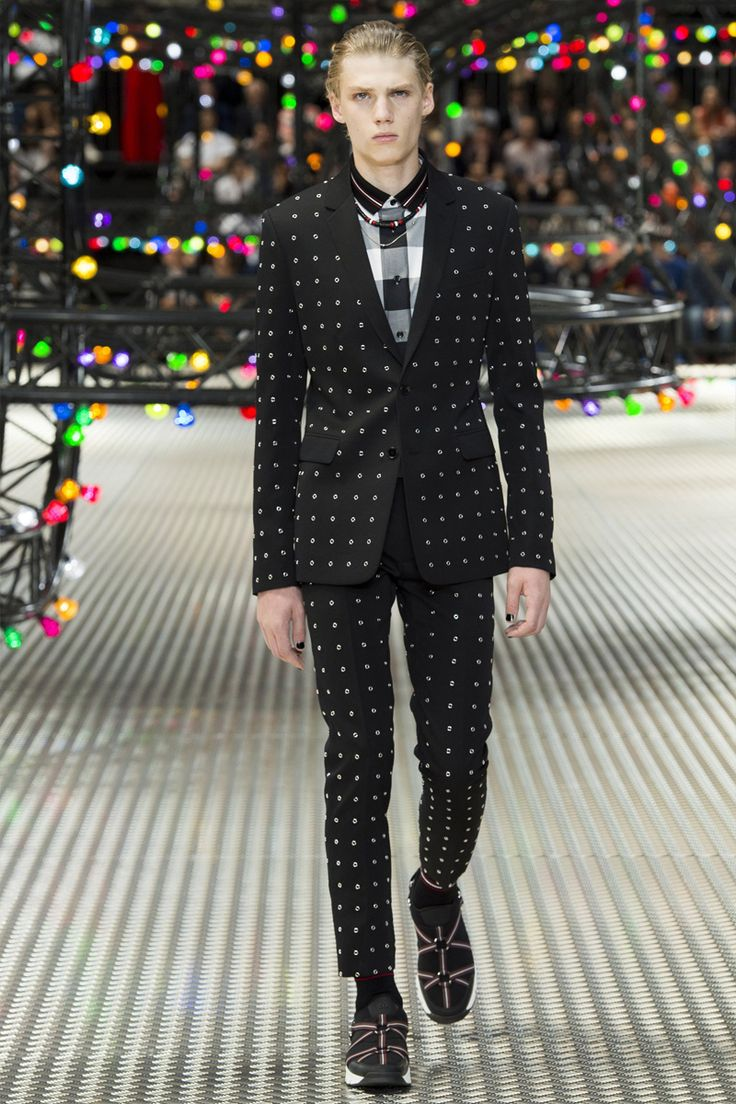 Kris Van Assche unveiled his Spring/Summer 2017 collection for Dior Homme, during Paris Fashion Week. 'Everyone knows that Dior can make a good suit'; 'This was about having fun with that and showing what you... »
