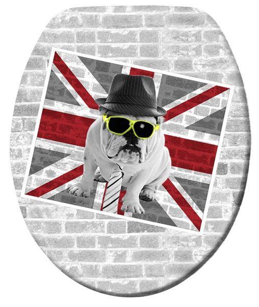 Der freche WC-Deckel mit britischer Fahne und bebrillten Hund ist ein besonderer Blickfang für Bad und Gäste-WC. Der aus hochwertigem Duroplast hergestellte WC-Sitz Union Jack verfügt über eine Absenkautomatik. Gesehen für € 39,99 bei kloundco.de.