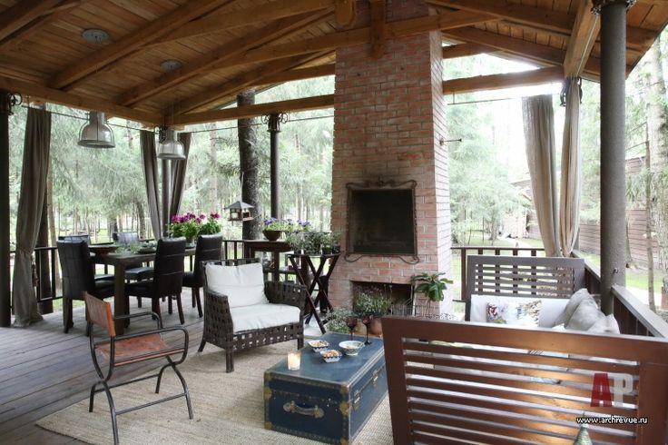 Фото интерьера каминной гостевого дома в стиле фьюжн   Дизайн интерьера дачного домика в лесу   Interior design country house in the woods