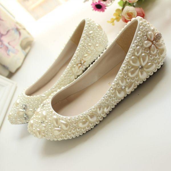 Do Slubu Na Plaskim Czyli Jak Wybrac Buty Slubne Leather Shoes Woman Women Shoes Glitter Wedding Shoes