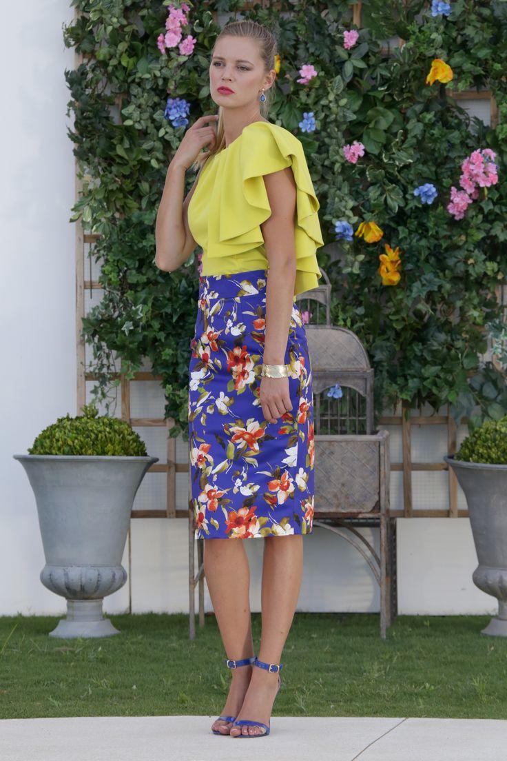 Falda de flores estampada en tonos verdes y corte entallado