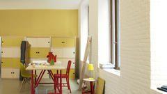 Convertí un entorno industrial en una oficina relajada y sociable.