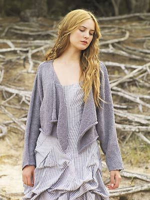 oooooh... a lovely rowan cropped drape cardi... and, ooooooh free pattern