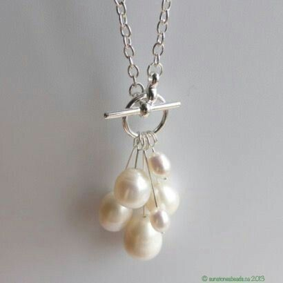 Beautiful, easy-to-make pearl necklace.