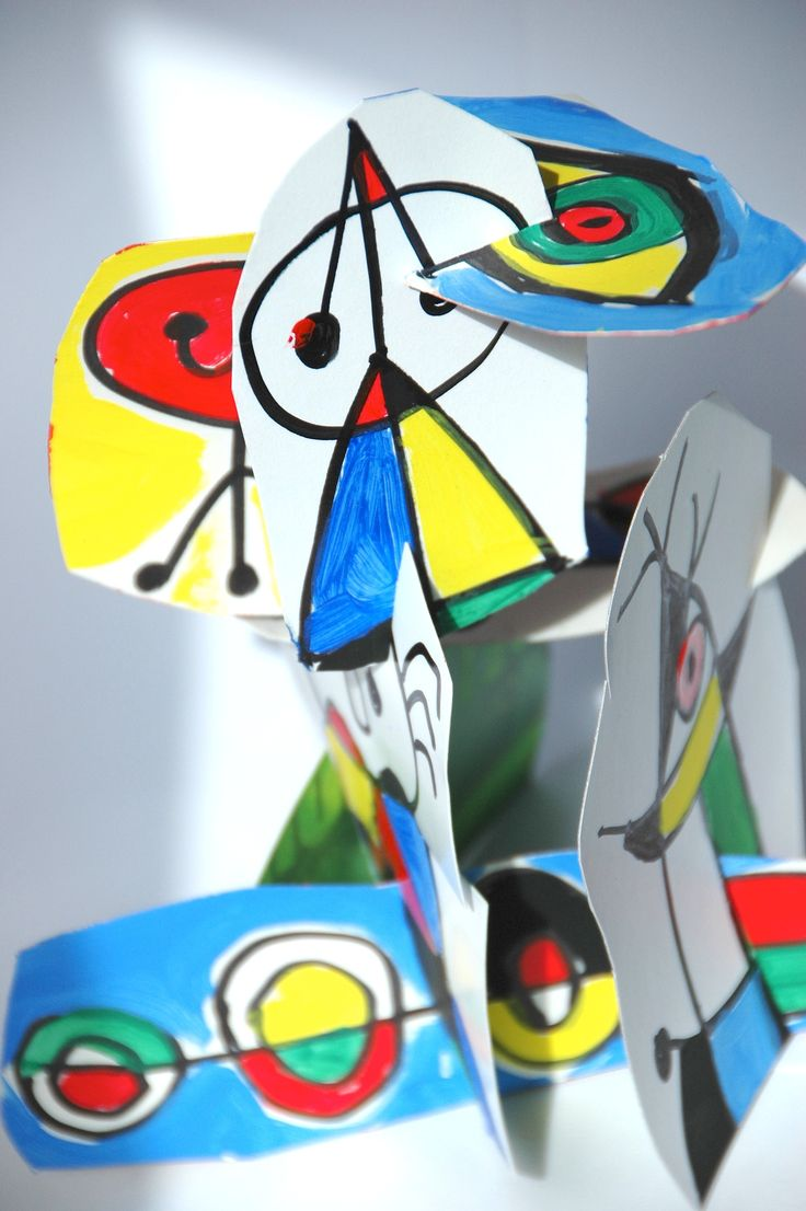 I thought of a way to create a three-dimensional structure with the characteristic drawings by Joan Miro, which are specifically two-dimensional. Students have copied some drawings by Miró with a b...