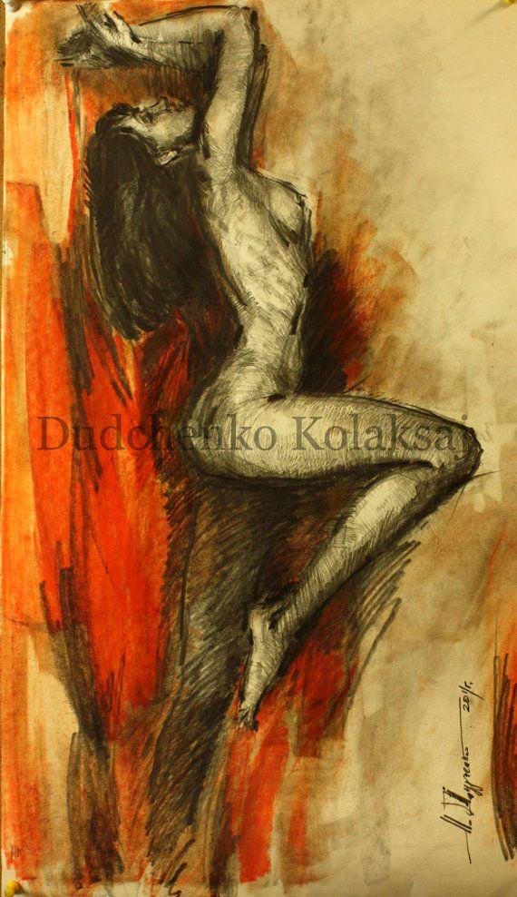 Ню, женская фигура на красном. Рисунок карандашом