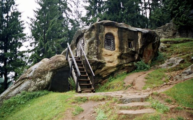 Locuri din România care par desprinse din poveşti: 8 destinaţii pentru o vacanţă de neuitat - DeVizitat.net