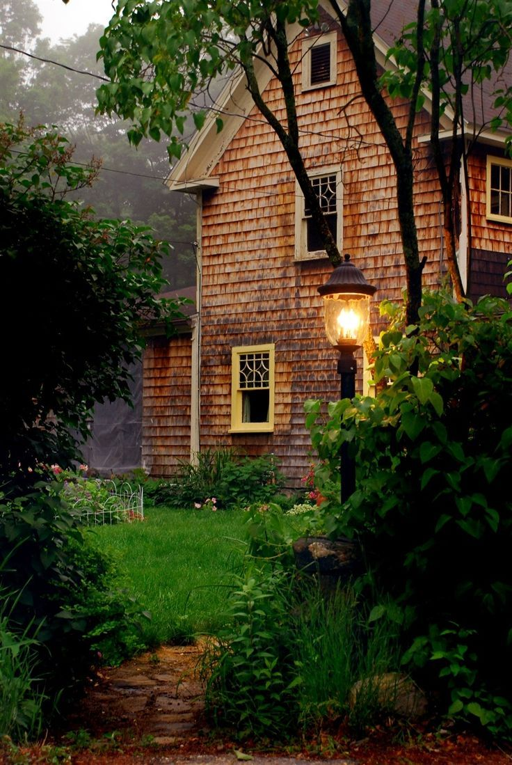74 best new england style images on pinterest saltbox houses this ivy house